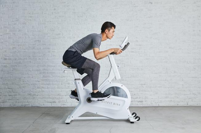 「ライアン」がエアロバイク【FIT HIT bike】の広告動画に出演